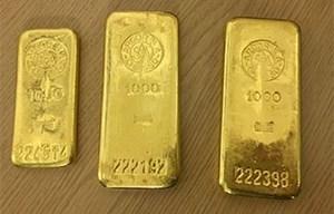 Lộ diện 3 thanh vàng giấu kín bên trong một chiếc tủ bếp cũ kỹ