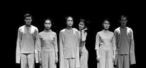 'Luc Team' tái xuất với vở diễn 'Nữ ca sĩ hói đầu' phiên bản Việt.