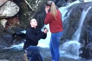 Màn cầu hôn xui xẻo