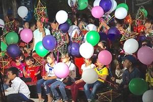 Mang 'Vầng trăng yêu thương' đến với trẻ em miền Tây xứ Nghệ