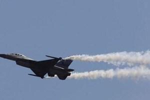 Máy bay chiến đấu của Mỹ đâm vào tòa nhà gây hỏa hoạn