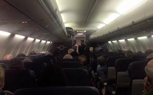 Máy bay Mỹ hạ cánh khẩn vì nữ hành khách sinh con