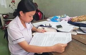 Miễn học phí đại học cho nữ sinh mắc căn bệnh lạ tại Huế