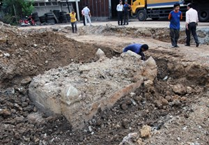 Mộ cổ của quan đứng đầu Chợ Lớn phát lộ khi làm đường ở Sài Gòn