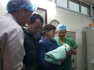 Mổ sinh ca mang thai hộ đầu tiên