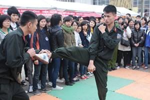 Mời võ sư dạy võ thuật chiến đấu cho cảnh sát hình sự