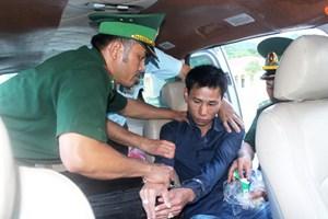 Một ngày bắt 2 vụ vận chuyển ma túy, thu giữ gần 1.500 viên ma túy