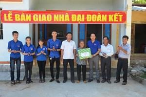 MTTQ huyện Sơn Tịnh bàn giao nhà đại đoàn kết cho hộ nghèo