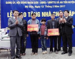 MTTQ xã An Tiến phối hợp trao nhà cho hộ nghèo