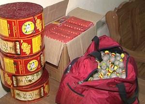 Mua pháo từ Trung Quốc về Hà Nội tiêu thụ