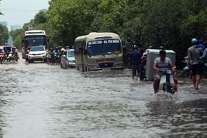 Mưa to, xuất hiện ngập ở những điểm cố hữu tại thủ đô Hà Nội