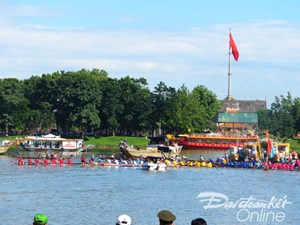 Mừng ngày Quốc khánh 2/9: Đua ghe trên sông Hương
