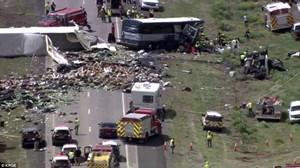 Mỹ: Tai nạn xe buýt kinh hoàng làm 7 người chết và nhiều người bị thương