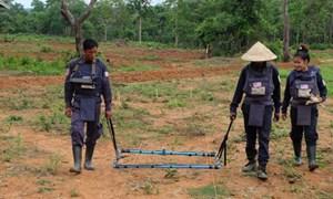 Mỹ viện trợ 90 triệu USD cho Lào tháo gỡ bom mìn
