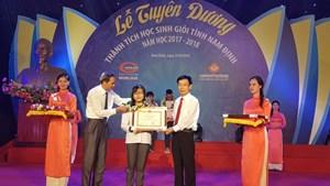 Nam Định dành gần 3,5 tỷ đồng thưởng cho học sinh giỏi cùng các thầy cô giáo