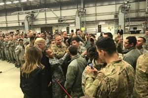 Ngài Trump bất ngờ thăm căn cứ không quân Mỹ ở Đức