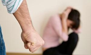 Nạn nhân bạo lực gia đình 'không biết bấu víu vào đâu'