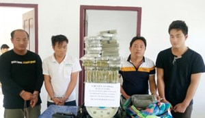 Nghệ An: Bắt 4 đối tượng vận chuyển 69 bánh hêrôin về Việt Nam