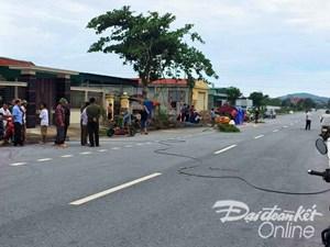 Nghệ An: Hai người chết sau bão do điện giật và dây cáp cứa cổ