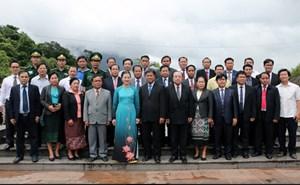 Nghĩa tình nơi biên giới Việt - Lào
