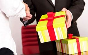 Nghiêm cấm tặng quà Tết cho cấp trên dưới mọi hình thức