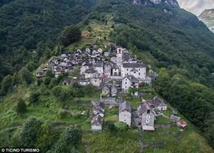 Ngôi làng chỉ có người già sinh sống