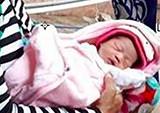 Người dân vớt bé gái sơ sinh trôi trên nhánh sông Hậu