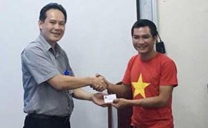 Người đi bộ xuyên Việt đăng ký hiến tạng