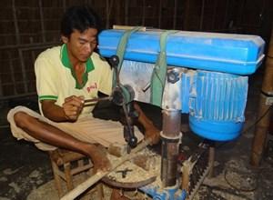 Người Khmer Trà Tro B thoát nghèo từ nghề đóng giường tre