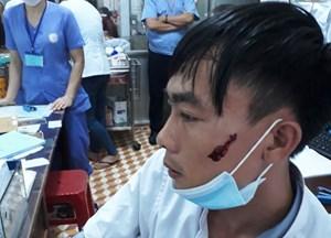 Người nhà bệnh nhân đánh điều dưỡng viên nằm viện