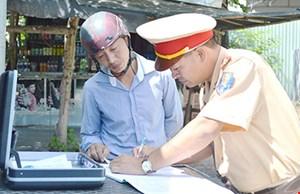 Người vi phạm luật giao thông có thể nhận lại giấy tờ tạm giữ tại nhà