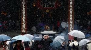 Nhật Bản: Tuyết rơi hiếm gặp vào mùa Thu