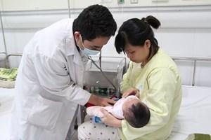 Nhiều trẻ biến chứng nặng do ho gà nhập viện