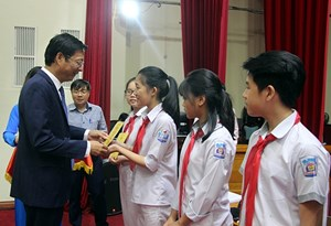 Những khách mời đặc biệt tại kỳ họp HĐND tỉnh Quảng Ninh