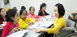 Niềm vui giản dị của cô giáo khuyết tật