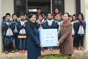 Ninh Bình: Tặng quà mái ấm tình thương cho phụ nữ nghèo huyện Nho Quan