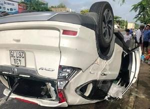 Ô tô đâm vào xe tải đậu bên đường, một người tử vong