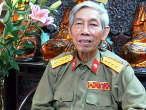 Ông Nguyễn Đức Đảm báo cáo như thế nào về việc cấm lưu hành 'Màu hoa đỏ'?