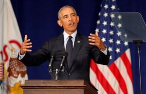 Ông Obama công kích mạnh mẽ Tổng thống Trump trong bài phát biểu 'tái xuất'
