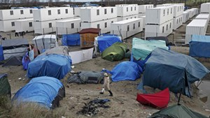 Pháp dỡ bỏ khu trại tạm của người nhập cư trái phép