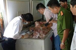 Phát hiện gần nửa tấn thịt lợn thối