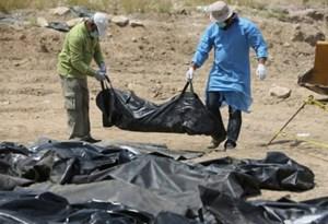 Phát hiện hố chôn tập thể 500 nạn nhân của IS