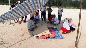 Phát hiện xác người đàn ông trôi dạt vào bờ biển Quảng Ngãi