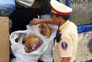 Phát hiện xe ô tô vận chuyển gần 200 kg thịt lợn không rõ nguồn gốc