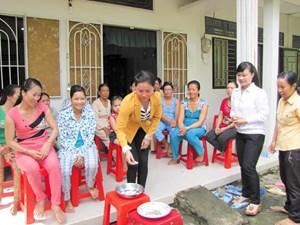 Phát huy vai trò phụ nữ trong xây dựng gia đình '5 không, 3 sạch'