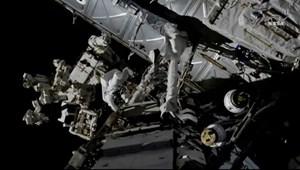 Phi hành gia trên ISS đi bộ ngoài không gian