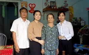 Phó Chủ tịch Trương Thị Ngọc Ánh thăm hỏi, tặng quà gia đình chính sách tại Gia Lai