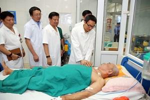 Phó Thủ tướng thăm, động viên y, bác sĩ và bệnh nhân SXH