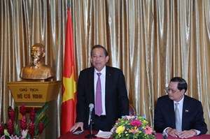 Phó Thủ tướng Thường trực Trương Hoà Bình thăm cộng đồng Việt  tại Singapore