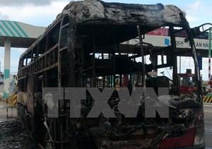 Phú Yên: Xe giường nằm bất ngờ bốc cháy trên Quốc lộ 1
